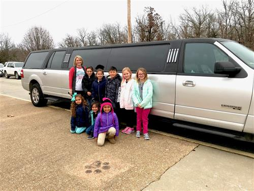 Thayer Elementary students go for limo ride 1