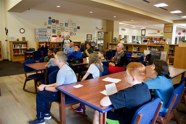 6th graders present renewable environmental ideas to mayor and superintendent