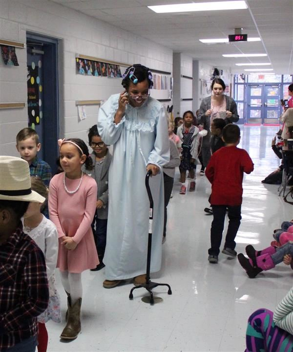 Thayer Elementary celebrates the 100th day of school