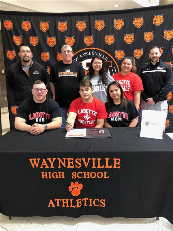 Leitold signs to wrestle
