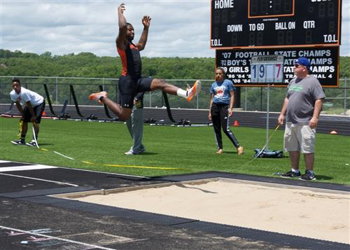 7 WHS students to go to state in track and field